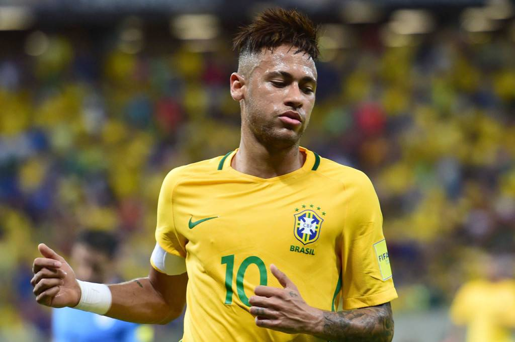 Brazil's Neymar gestures during the Russia 2018 FIFA World Cup South American Qualifiers' football match against Uruguay, in Recife, northeastern Brazil, on March 25, 2016.   AFP PHOTO / CHRISTOPHE SIMON / AFP / CHRISTOPHE SIMON