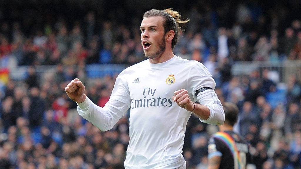 MADRID, SPAIN - DECEMBER 20:  Gareth Bale of Real Madrid celebrates after scoring his team's 2nd goal during the La Liga match between Real Madrid and Rayo Vallecano at estadio Santiago Bernabeu on December 20, 2015 in Madrid, Spain.  (Photo by Denis Doyle/Getty Images)